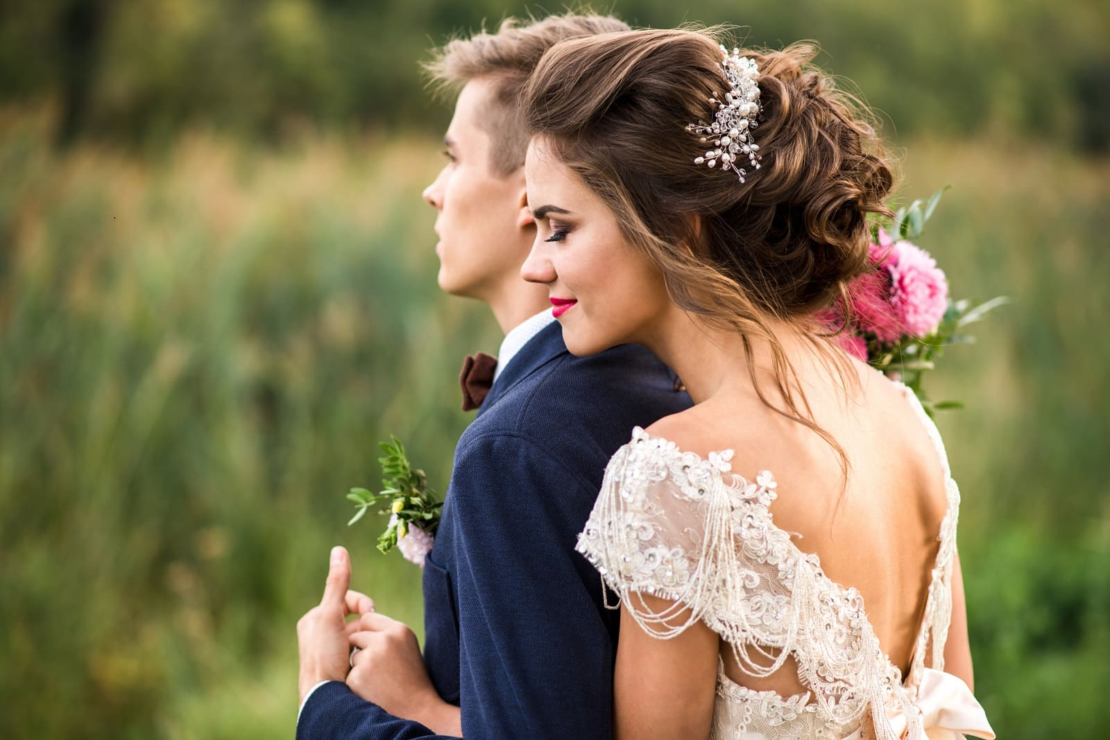 How to choose your bridal hairstyle? Here are some tips and suggestions.